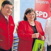 Martin Schoplocher und Franz Kopp mit MdB Marianne Schieder